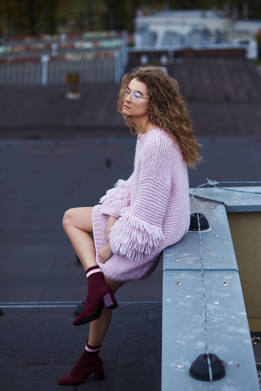 sweter / ANNA DUDZIŃSKA  okulary / H&M  buty / ZARA